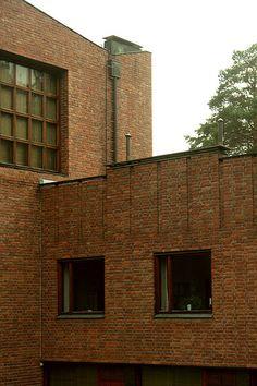 Säynätsalo Town Hall, Säynätsalo  Alvar Aalto, 1951 Residential Architecture, Architecture Design, Brick Images, Famous Architects, Alvar Aalto, Modern Masters, Le Corbusier, Halle, Future House