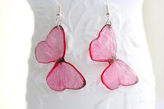 Pink Butterflies – Epoxy Resin earrings – Transparent Jewellery - Dangle Earrings - Gift for Her – Modern Jewellery – Bridesmaid Gifts Butterfly Earrings, Pink Butterfly, Butterflies, Unique Earrings, Dangle Earrings, Modern Jewelry, Unique Jewelry, Resin Jewellery, Light Reflection
