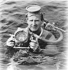 Sea Hunt--watched it every Saturday morning! Lloyd Bridges in Sea Hunt! <<< My Mom had the biggest crush on Lloyd Bridges Photo Vintage, Vintage Tv, Vintage Photos, Sean Penn, Tarzan, Catherine Deneuve, Photos Sous-marines, Pictures, Lloyd Bridges