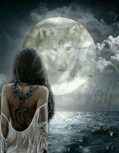 "LUNA LLENA ""SUEÑOS CON MENSAJES"" Impacta en Nuestr... Wolf Images, Wolf Pictures, Beautiful Wolves, Beautiful Moon, American Indian Art, Native American Art, Fantasy Wolf, Fantasy Art, Wolves And Women"