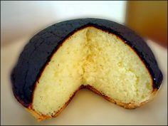 Recette du tourteau fromager, délicieux gâteau au fromage frais de chèvre spécialité du Poitou-Charentes. Sa croute noire protège le moelleux de l'intérieur.