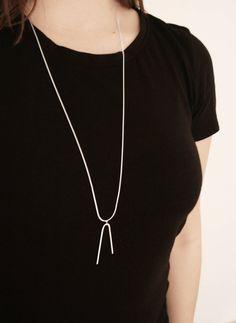 KOMET - Collar largo de plata de ley con colgante de estilo minialista.