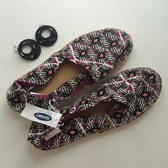 ❤️HOST PICK❤️NWT Patterned Old Navy Espadrilles Brand new Old Navy espadrilles! These have a cute patten and are purple, black, white, and orange! Size 8! Check them out! Old Navy Shoes