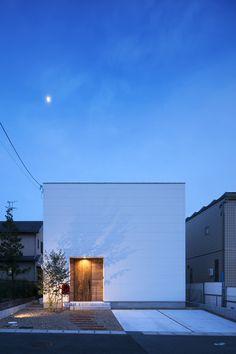 Hoccori - Back Landscape Architecture Design, Minimalist Architecture, Light Architecture, Japan Modern House, Facade Design, House Design, Small House Exteriors, Japanese Modern, Minimal Home