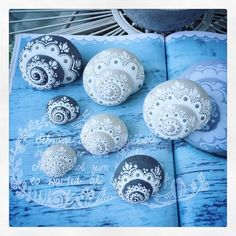 For a first impression - Sieda Beton website - For a first impression – Sieda Beton website You are in the right place about diy crafts Here we - Seashell Painting, Seashell Art, Seashell Crafts, Beach Crafts, Stone Painting, Rock Crafts, Diy And Crafts, Crafts For Kids, Arts And Crafts