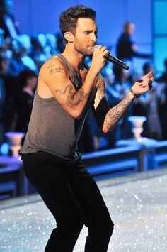 Adam-levine-2011-victoria-s-secret-fashion-show