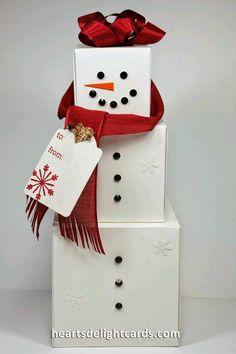 Aprovecha las cajas de los regalos que entregarás esta Navidad, para crear unos divertidos muñecos navideños o snowman que puedes colocar ...
