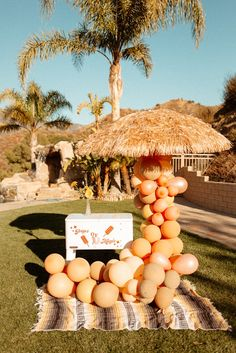 Glamorous outdoor 60s inspired wedding with a popsicle station and custom balloon garland. Photo: @goldenvibesphoto Wedding Shoot, Wedding Blog, Dream Wedding, Wedding Signage, Wedding Reception, Orange Color Palettes, Bridal Jumpsuit, Old Hollywood Glam, Custom Balloons