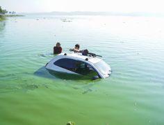 Motorista perde controle e carro vai parar dentro de represa em SP