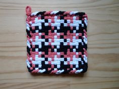 Pink Black and White Pinwheel Pattern Vintage Style Woven Cotton Loop Loom Potholder Retro Modern Kitchen Potholder Loom, Potholder Patterns, Loom Patterns, Homemade Potholders, Loom Craft, Weaving Designs, Loom Weaving, Loom Knitting, Tejidos