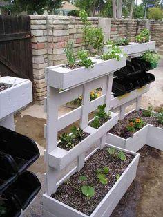 Utiliser une palette comme jardin suspendu