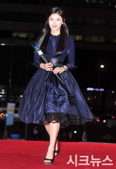 2014 Blue Dragon Awards » Dramabeans » Deconstructing korean dramas and kpop culture Kim Yoo Jung, Blue Dragon, Korean Celebrities, Korean Model, Red Carpet Dresses, Korean Beauty, Beautiful Actresses, Korean Fashion, Beautiful People