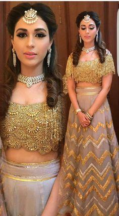50 Latest Trendy Designer Blouses With Images 2019 - Buy lehenga choli online Golden Blouse Designs, Bridal Blouse Designs, Pakistani Dresses, Indian Dresses, Indian Outfits, Blouse Back Neck Designs, Bridal Outfits, Bridal Dresses, Wedding Dress