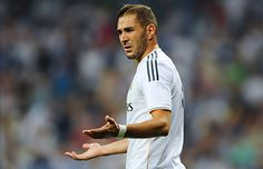 Real Madrid's French forward Karim Benzema gestures during the Spanish league football match Real Madrid CF vs Real Betis at the Santiago Bernabeu stadium in Madrid on August 2013 Arsenal Fc, Arsenal Liverpool, Football Transfers, Transfer Window, Gareth Bale, Football Match, Sports Betting, Manchester United, Real Madrid