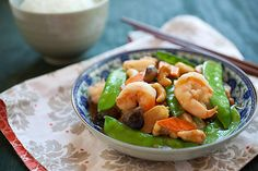 Cashew shrimp is a tasty Chinese stir-fry recipe made with shrimp and cashew nuts. Easy cashew shrimp recipe that you can make at home.