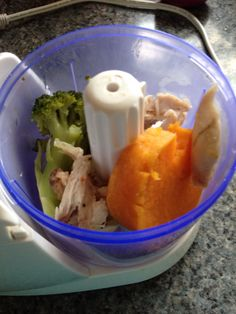 Brocoli, papa dulce/camote y pollo al vapor, licuado y listo. Bebes de 6 a 12 meses.