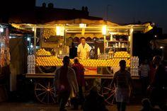 Vendeur de jus d'orange pressé sur la place Jemaa el-Fna | © Flickr CC – Jelle Drok - https://flic.kr/p/iaWoLh