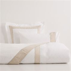 Contrasting Linen Bedding