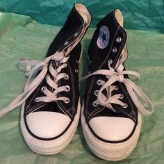 Converse All Stars Only worn a couple times. I believe it is a men's size 6? Converse Shoes Sneakers