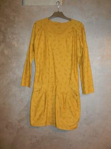 Robe aime comme Comme mon petit bazar, patron aime comme marie tissus léger comme une plume robe jaune ocre en coton