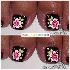 Pedicure Designs, Toe Nail Designs, Flower Toe Nails, Black Toe Nails, Flower Designs, Hair And Nails, Nail Colors, Polish, Nail Art