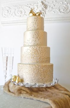 Gold on Gold on Gold wedding cake! ~ Photo: City Sweets & Confections
