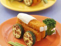 Traktorfans aufgepasst: Hier kommen Fischstäbchen und Zucchini für Kinder   Zeit: 25 Min.   http://eatsmarter.de/rezepte/fischstaebchen-und-zucchini