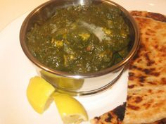 Saag Chicken (chicken with spinach curry) - My favorite Spicy Recipes, Indian Food Recipes, Chicken Recipes, Cooking Recipes, Healthy Recipes, Ethnic Recipes, Saag Recipe, Spinach Curry, Kitchens