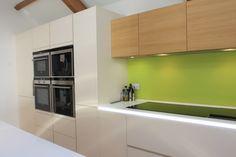 ALNO kitchen with lime green splashback Alno Kitchen, Stylish Kitchen, Splashback, Lime, Green, Limes, Key Lime