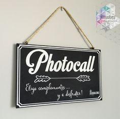 Letrero a pizarra hecho a mano para photocall.