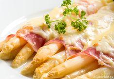 Špargľa zapečená so šunkou a syrom Keto Snacks, Pasta Salad, Potato Salad, Entrees, Curvy, Meat, Chicken, Ethnic Recipes, Food