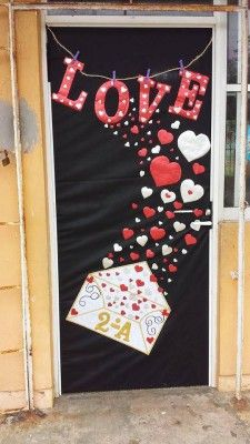 34 The Best Valentine Door Decorations - Adding a touch of classy romance and country charm to a willow branch wreath can bring admirable envy to your front entry way, or any currently unador. School Door Decorations, Class Decoration, Valentines Day Decorations, Valentine Day Crafts, Valentine Activities, Porte D'halloween, Decoration St Valentin, Valentines Day Bulletin Board, Valentines Day Decor Classroom