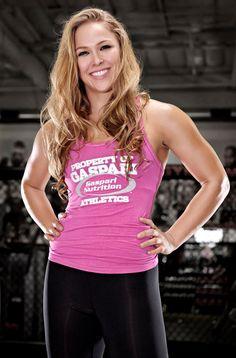 A mulher mais perigosa do mundo, Ronda Rousey, é a primeira mulher contratada do UFC - e uma gostosa!