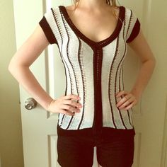 Armani exchange knit Top XS Black and white beautiful top. Size XS. 55% linen, 45% rayon. Great condition! A/X Armani Exchange Tops