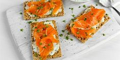 Homemade Crispbread toast with Smoked Salmon, Melted Cheese and cress. Flan, Tapas, Appetizer Recipes, Appetizers, Cress, Melted Cheese, Canapes, Smoked Salmon, Bruschetta