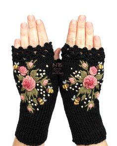 Home Accents - Knitted Fingerless Gloves Black Roses Rose Pastel Pink Home Accents - My gloves from etsy nbGlovesAndMittens - Black Gloves With Pink Roses And Bees, . Fingerless Gloves Knitted, Crochet Gloves, Hand Knitting, Knitting Patterns, Crochet Patterns, Rose Patterns, Purple Accessories, Accessories Online, Grey Gloves
