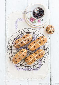 Hot Cross Bun Eclairs by raspberri cupcakes, Sugar Free Desserts, Frozen Desserts, Just Desserts, Dessert Recipes, Profiteroles, Cross Cakes, Eclair Recipe, Choux Pastry, Hot Cross Buns