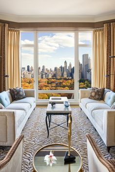 Luxurious apartment with a view on Central Park. Find more #homedecor #inspiration via @BainUltra.