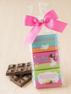 Chocolates personalizados con tema de primera comunión.