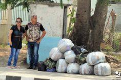 https://flic.kr/p/Ug2sGV | las tunas cargas (5) | ciudadanos de Las Tunas en su ir y venir cotidiano con cargas