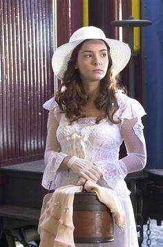 "Regiane Alves as  Elisabeth de Souza Pereira Caldas Junqueira (aka Belinha) in brazilian novel ""Cabocla"" (2004)."