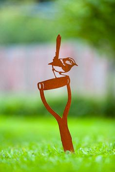 Enhance your garden with a unique Australian designed and manufactured piece of metal artwork. The wren on spade image is a delight and will stylishly integrate into your outdoor living space. Metal Tree Wall Art, Leaf Wall Art, Metal Artwork, Tree Artwork, Metal Projects, Metal Crafts, Art Projects, Plasma Cutter Art, Metal Garden Art