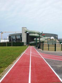 On peut même courir autour d'un city stade, avec nos pistes d'athlétisme.