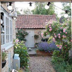 Beautiful Cottage Garden Design Ideas 29
