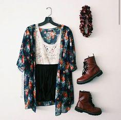 White Lace Top and Black Shorts with Floral Kimono and Maroon Doc Martens Teen Fashion, Boho Fashion, Fashion Outfits, Womens Fashion, Looks Hippie, Bon Look, Simple White Dress, Look Boho, Boho Style