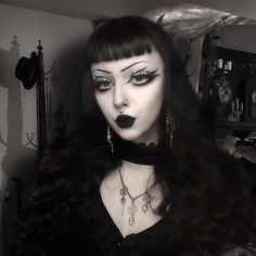 Makeup Inspiration, Makeup Ideas, Fashion Inspiration, Pretty And Cute, Pretty Art, Goth Style, My Style, Romantic Goth, Gothic Makeup