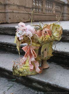 Cinderella Shoe House by Merveilles en Papier. Just astonishing work.