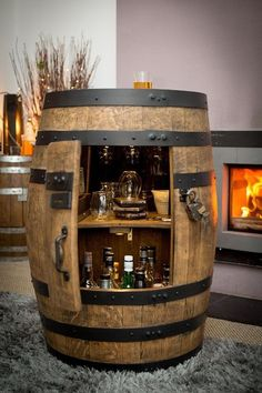 Bar-rel - Large whisky barrel drinks cabinet The official and exclusive BAR-v These masterpieces are a unique piece of whiskey history. Born in the USA as bourbon casks, these oak casks became some of Barrel Bar, Bourbon Barrel, Tonneau Bar, Whisky Regal, Moderne Lofts, Bar Sala, Bar Deco, Barris, Barrel Projects