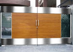 Modern Gate Design With Stainless Steel As Part Edge Gate And Timber As Core Gate Modern Main Gate Designs, House Main Gates Design, Front Gate Design, Door Gate Design, House Design, Iron Main Gate Design, Grill Gate Design, Fence Design, Wrought Iron Driveway Gates