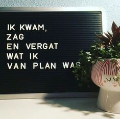 Ik kwam, ik zag en ik vergat wat ik van plan was. Words Quotes, Me Quotes, Funny Quotes, Sayings, Great Quotes, Inspirational Quotes, Licht Box, Boxing Quotes, Marianne Design